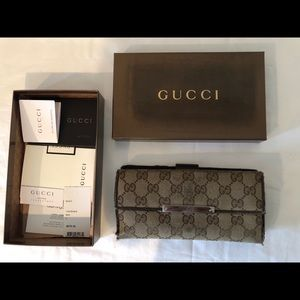 Womens Gucci Organizer Wallet - Very Used